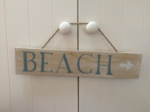 Cornish holiday cottages - The Studio - beach sign