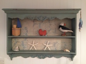 Cornish holiday cottages - The Studio - shelves